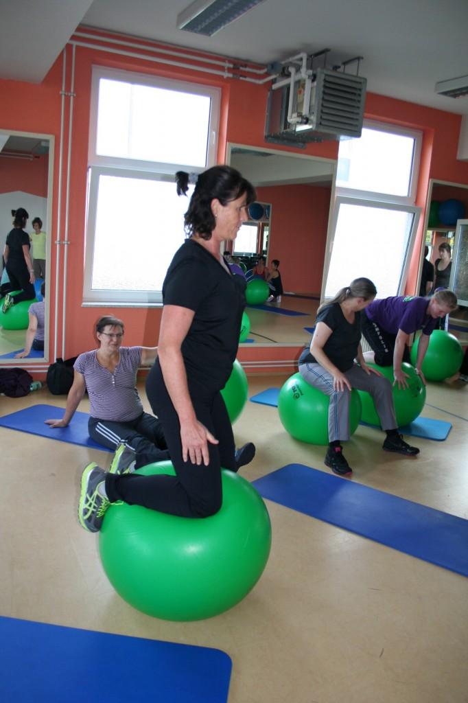 Balance- Übungen mit dem Grossen Ball