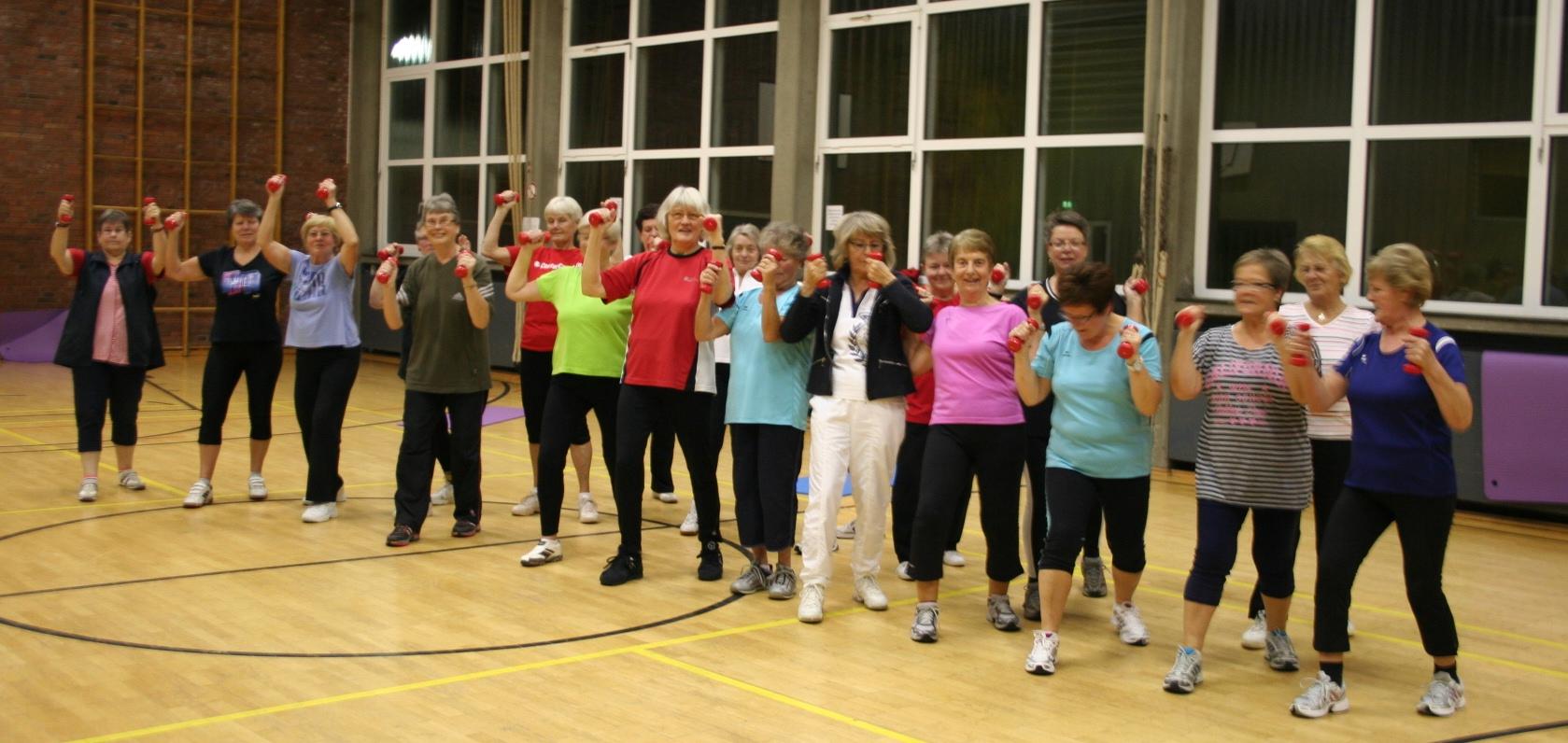 Eine große aktive Gruppe, die Turnerinnen 50+